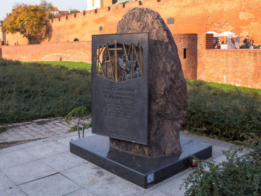 Der Gedenkstein-Katyn