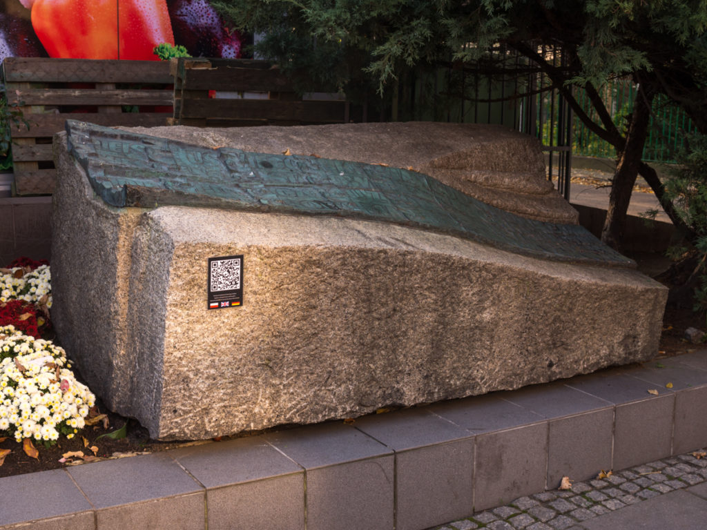 Statue of the Victims of The Tank Trap