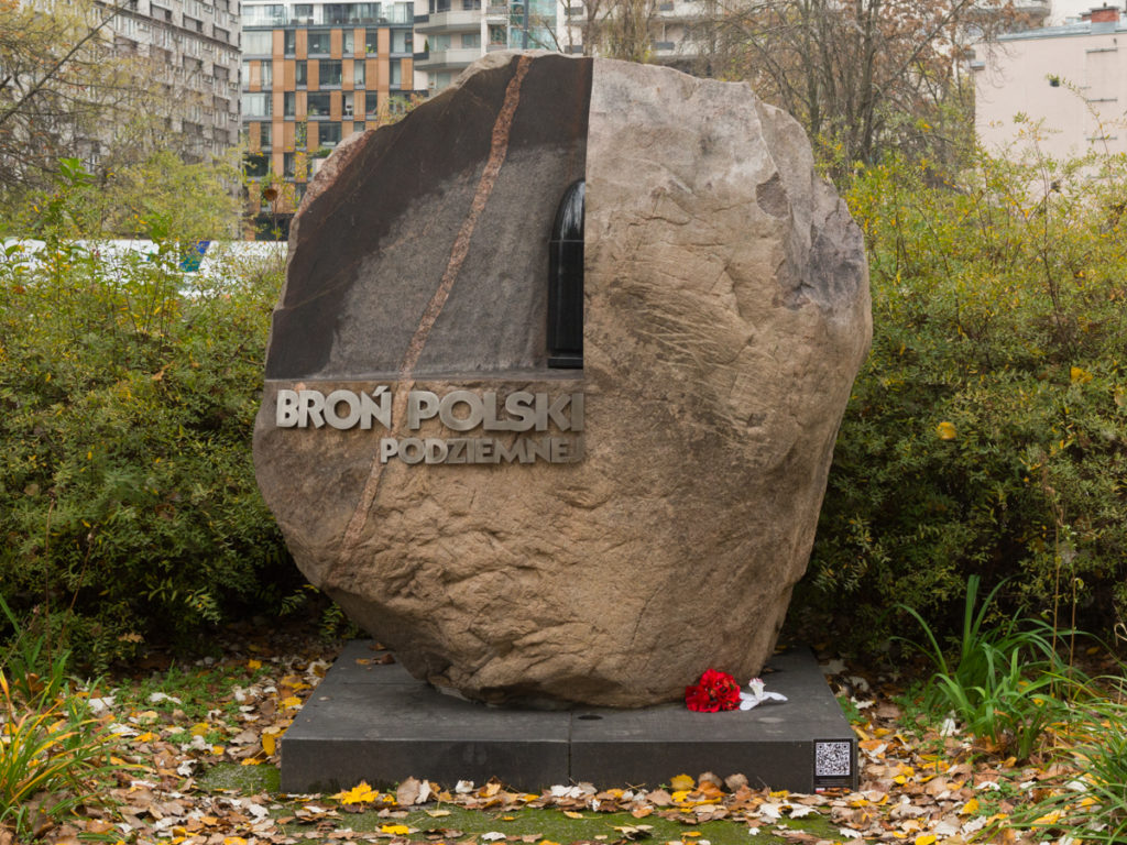 Das Denkmal der Waffe vom Polnischen Untergrundstaat