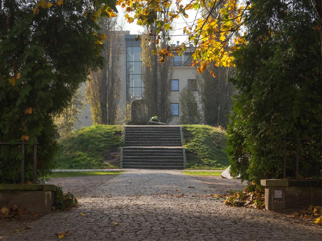 Das Denkmal – Aufschüttung von Mordechaj Anielewicz