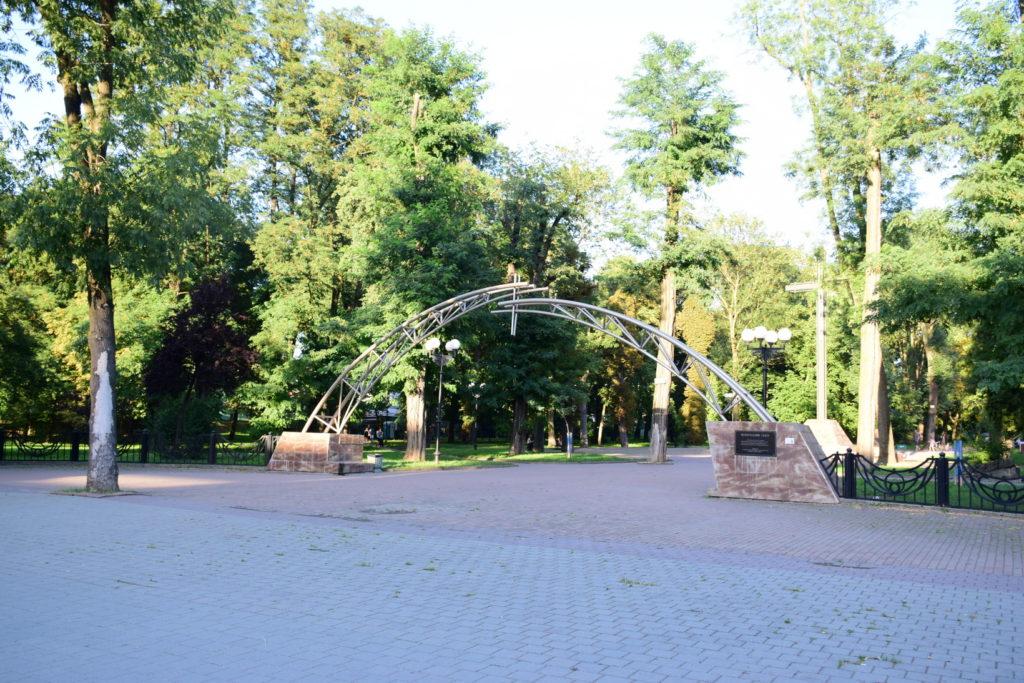 Skwer pamięci wIwano-Frankiwsku. Dawny cmentarz przy ulicy Nezałeżnosti (Sapieżyńskiej)